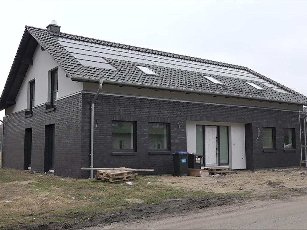 Indach-PV mit Stromspeicher im Neubau