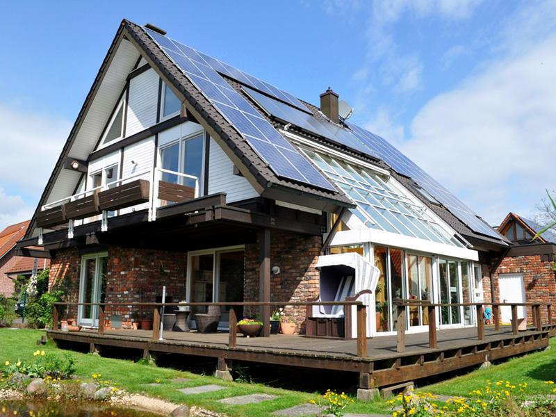 Solarthermie in Kombination mit Stromspeicher und Elektromobilität