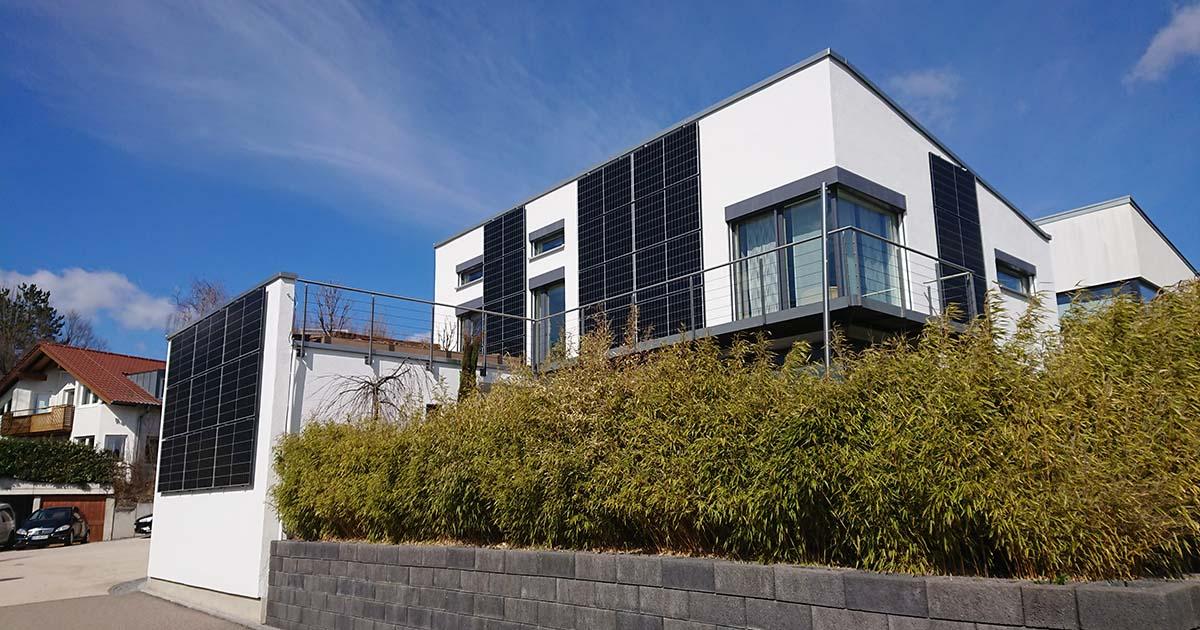 Energetische Optimierung: Photovoltaik an der Fassade für hohen Solarertrag im Winter